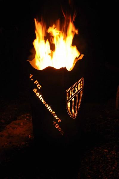 Handgefertigter Feuerkorb mit Logo & Schriftzug
